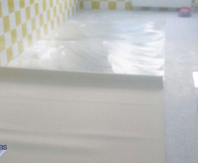 "Proyecto ""Aula con suelo vinílico"""